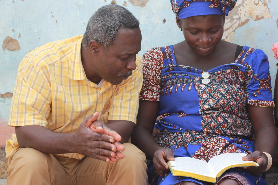 Local believers reading the New Testament together in Ifè