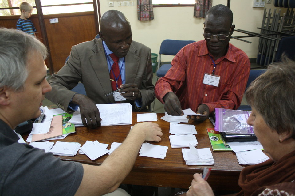 Finalising the Ngbugu writing system in a linguistic workshop